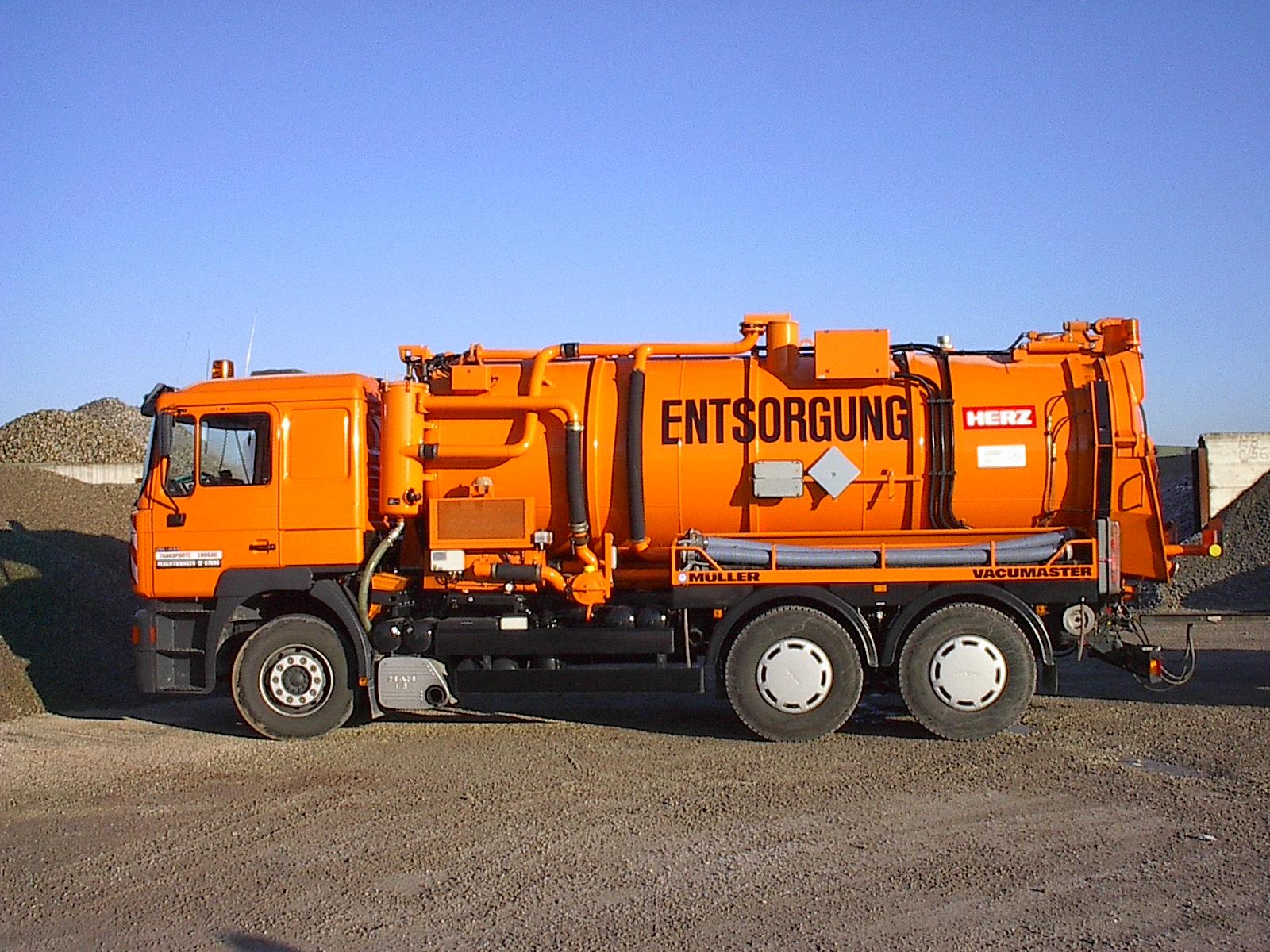 Entsorgung Saugewagen Schubboden Container Mulden Privatentsorgung Schrottcontainer