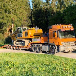 Tieflader Baggertransport Baustellentransport Vierachser Radlader Schaufel