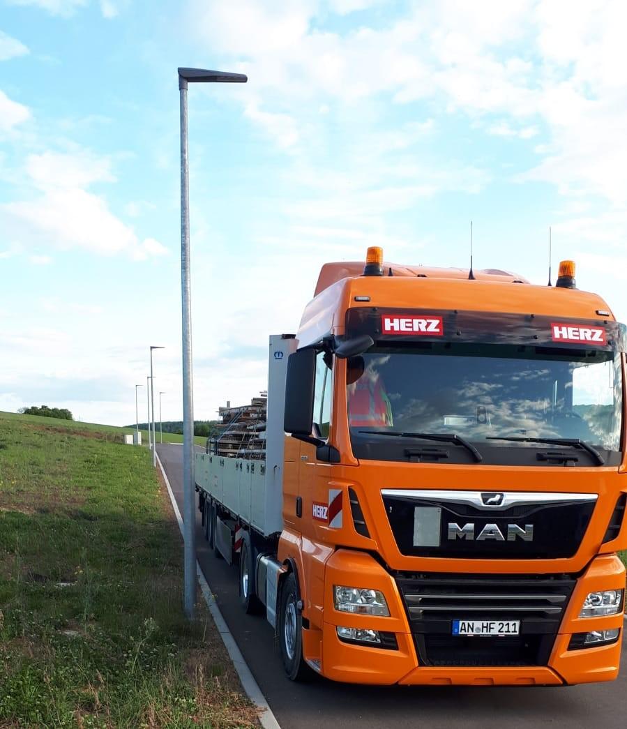 Transport offener Auflieger Schwertransport Betontransport Fertigteile