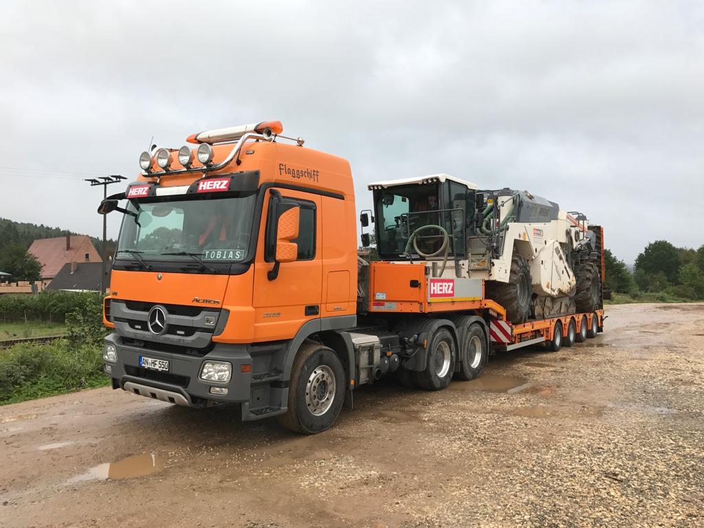 Tieflader Bagger Transport Schwertranspor Feuchtwangen Landkreis Ansbach Berufskraftfahrer LKW